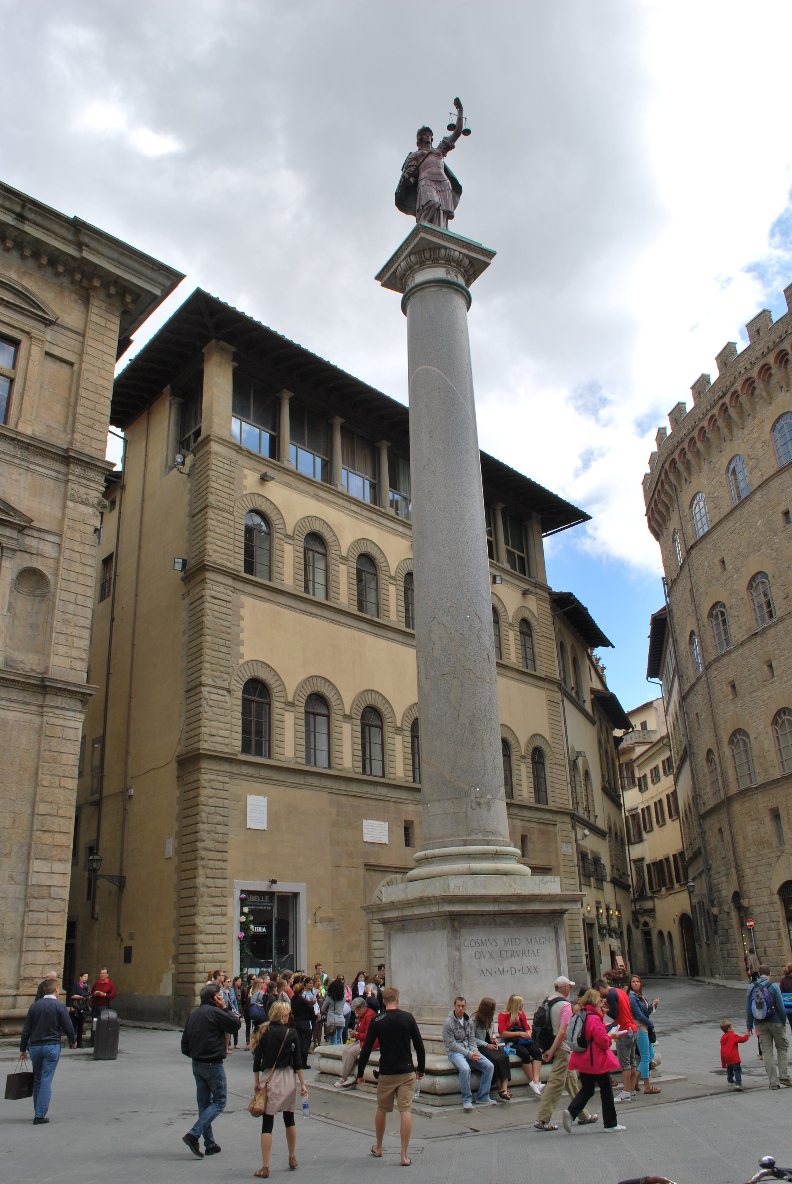 Piazza di Santa Trinta